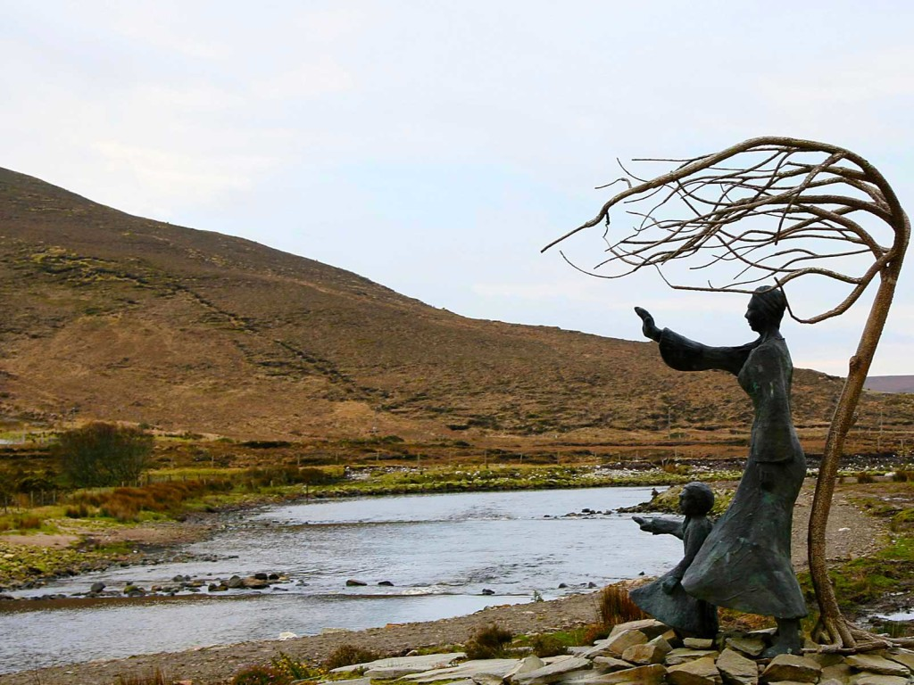 erris-beo-explore-Bangor-photo-of-the-emigration-sculpture-waving-goodbye-by-Nuala-Irwin-01