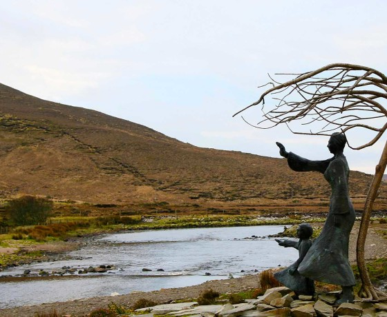 Bangor-photo-of-the-emigration-sculpture-waving-goodbye-by-Nuala-Irwin-01