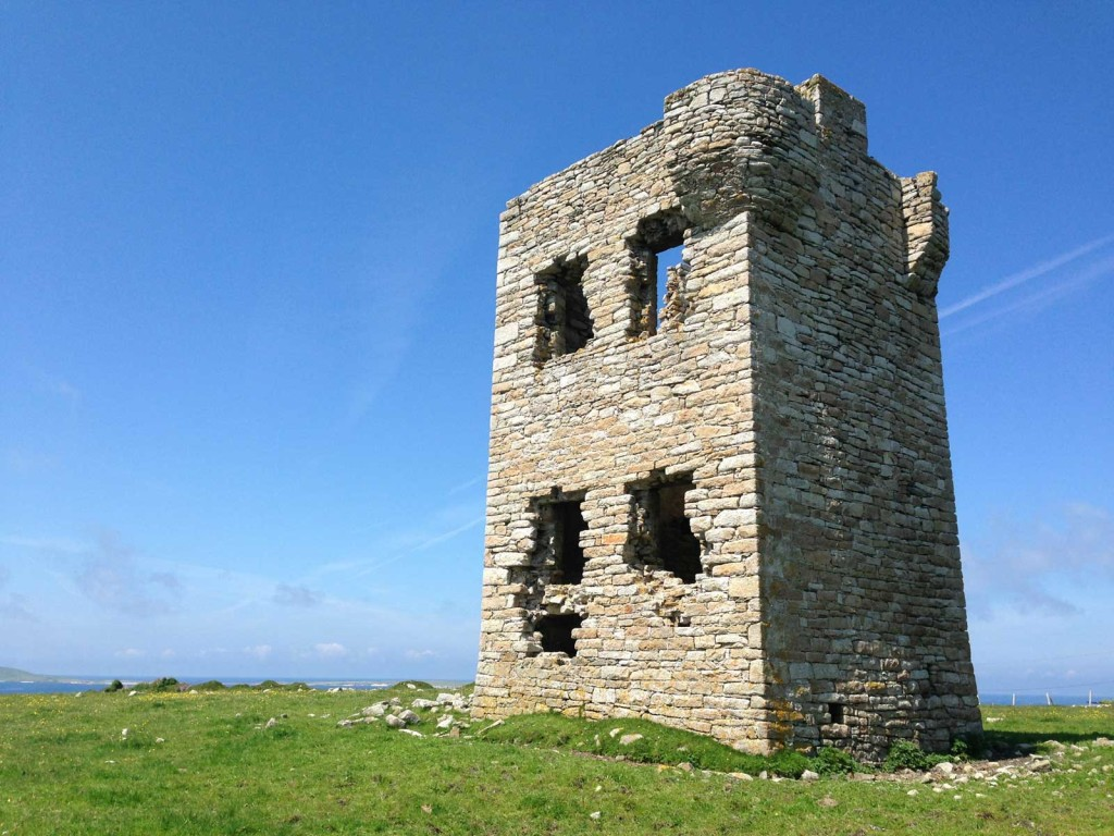 erris-beo-explore-Glosh-Tower-Napoleonic-Tower-in-Fal-Mor-photo-by-Emma-Heffernan-01